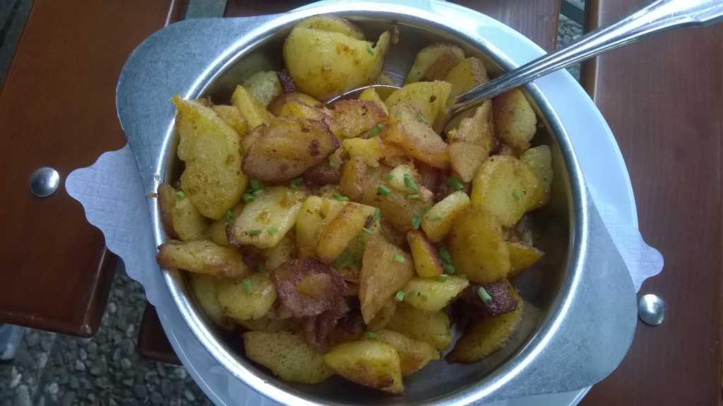 Bratkartoffeln zum Wurstsalat