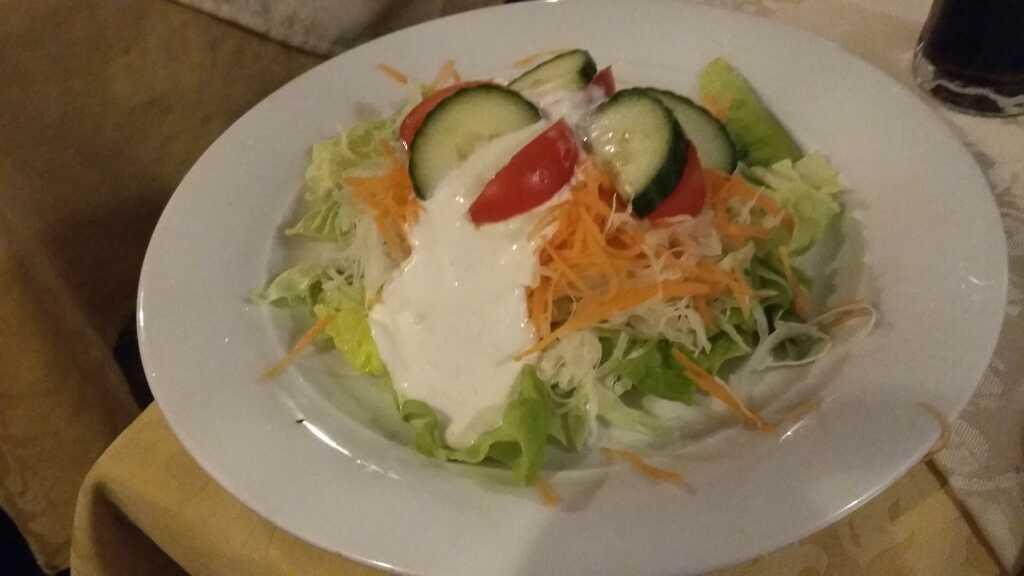 der Salat mit viel Kraut und wenig Geschmack