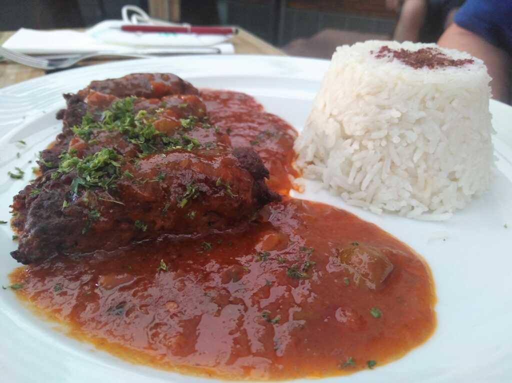 Cevapcici mit Paprika-Ohne-Rahm-Sauce und Basmati-Reis