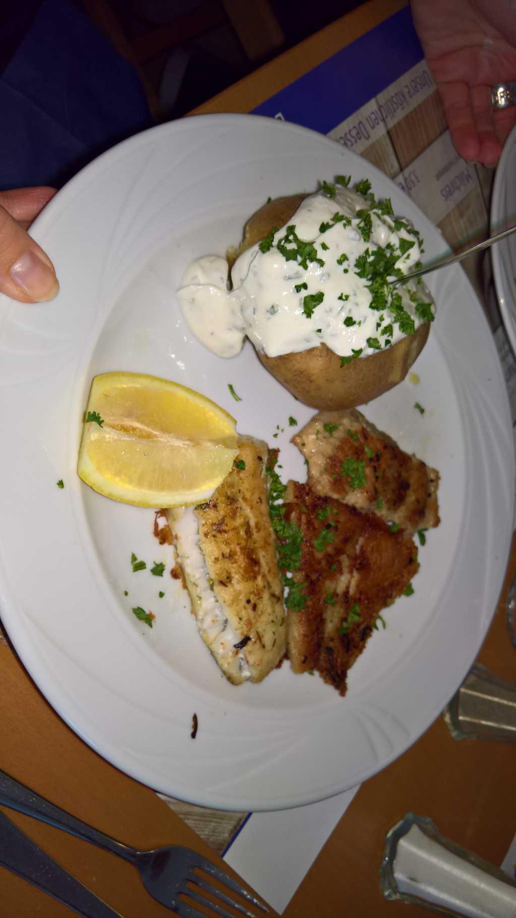 Plato agua dulce: Variation von drei verschiedenen Süßwasser-Fisch-Filets (14,90 €)