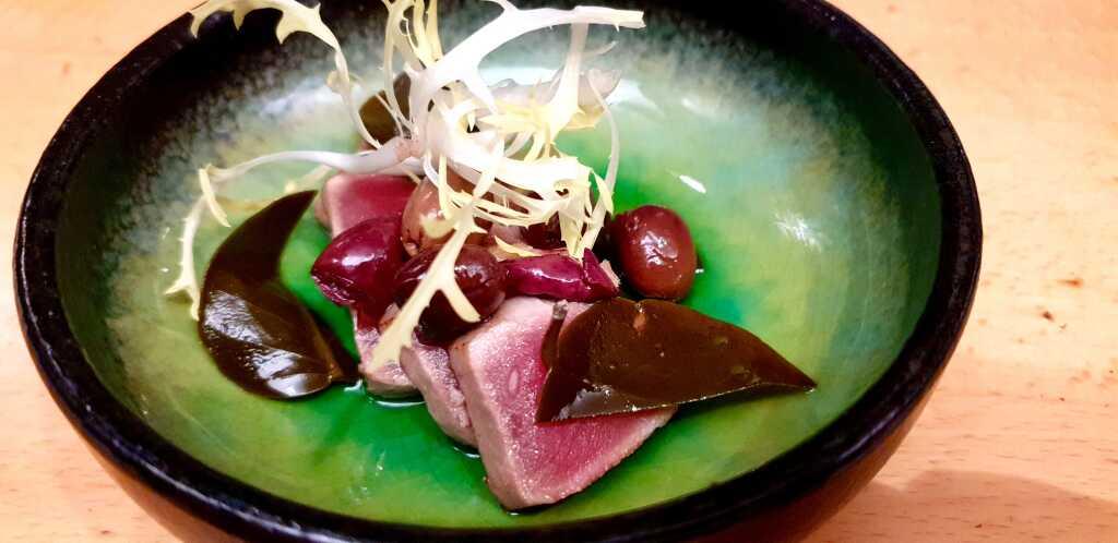 maguro tataki mit Bio-Oliven