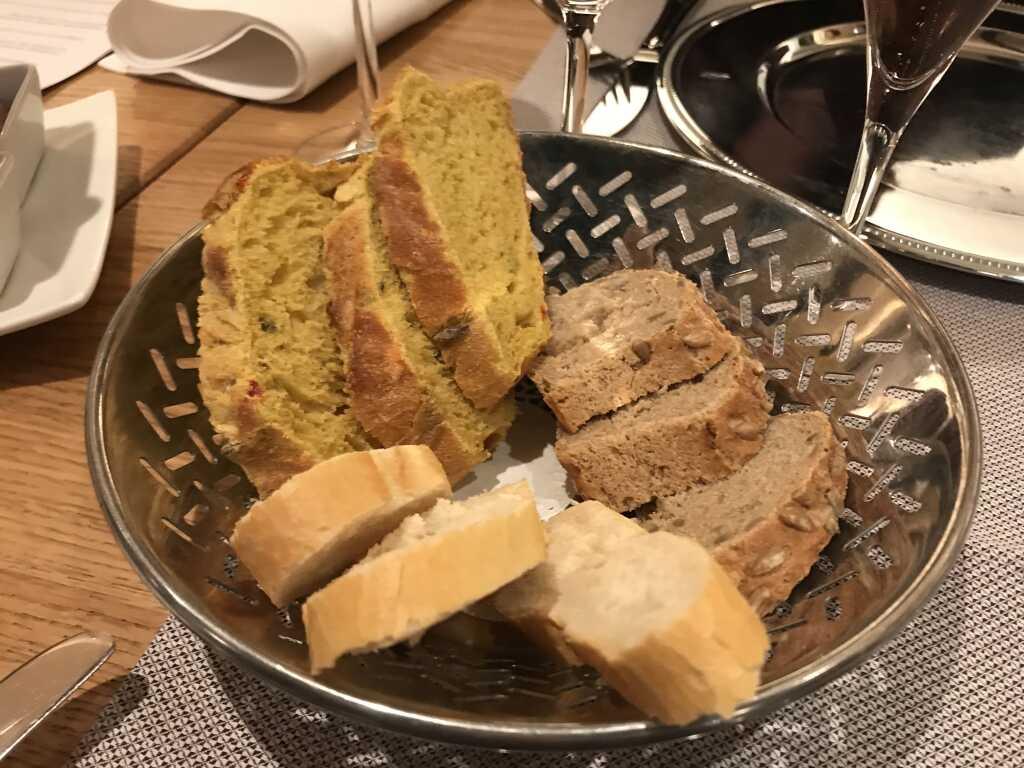drei Sorten frisches Brot