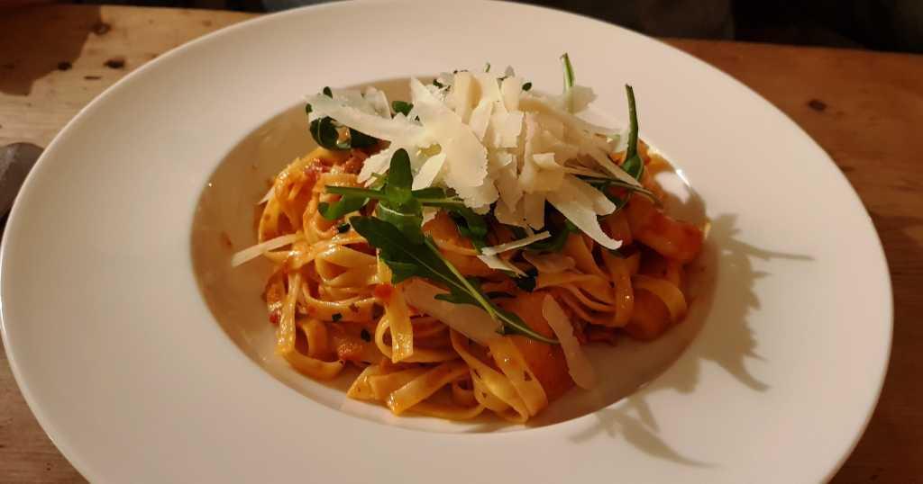 Tagliatelle mit Garnelen und getrockneten Tomaten
