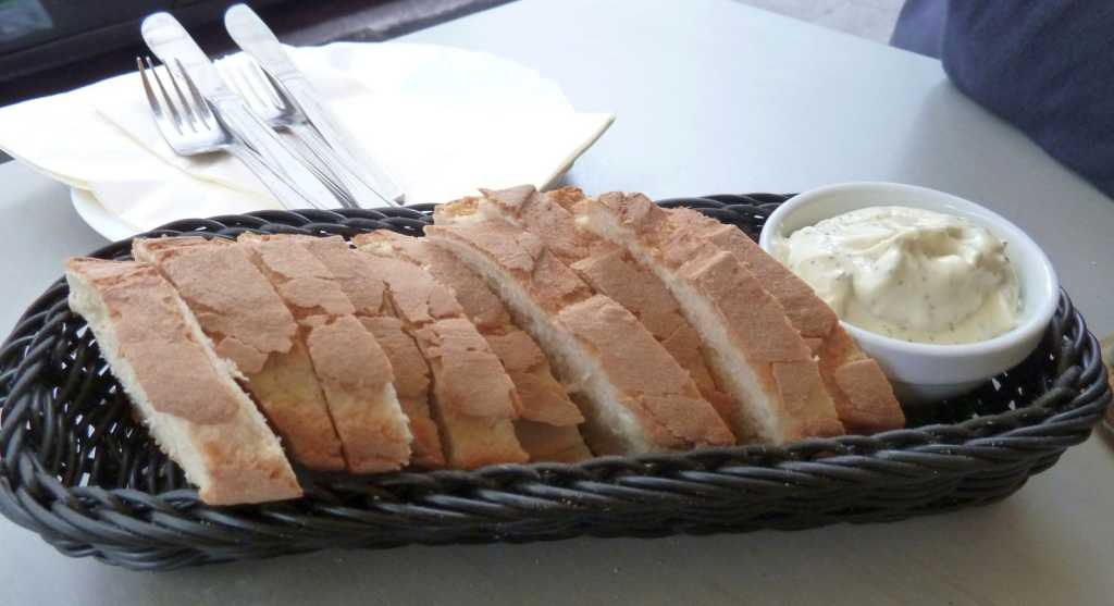 Baguette mit Fertig-Aioli