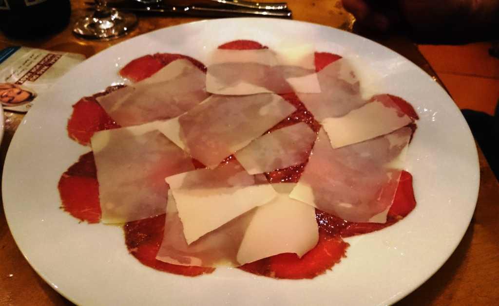 Rindercarpaccio mit Parmesan