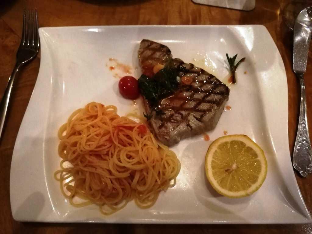 Thunfischsteak mit Spaghettini