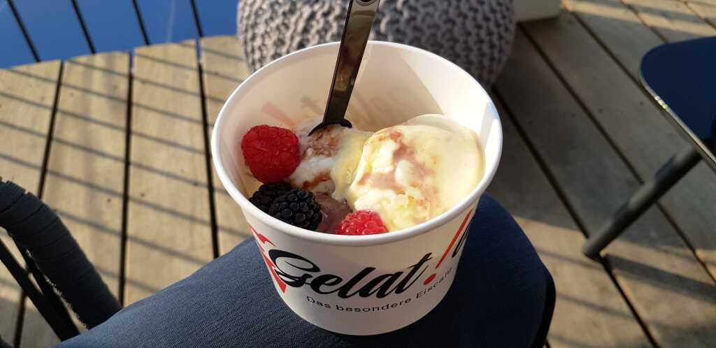 Eis mit frischen Früchten!