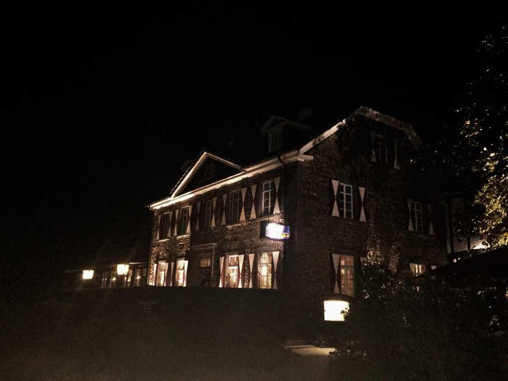 Haus Stolzenbach abends