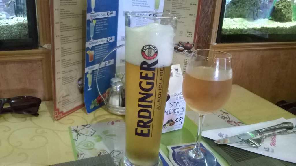Tisch mit Getränken