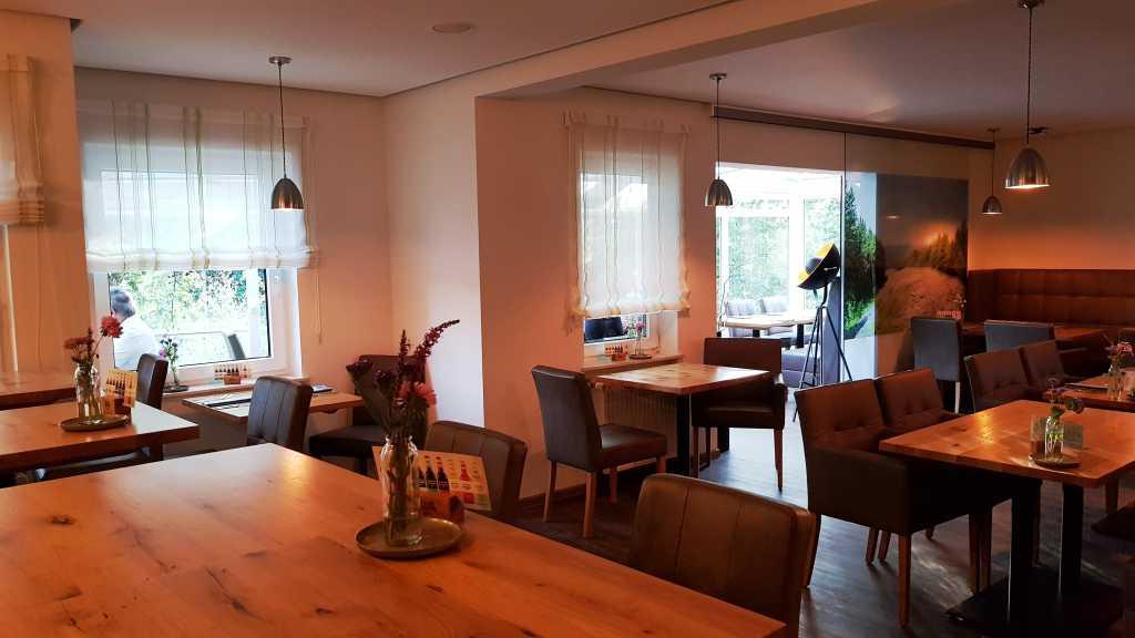 Restaurant mit Blick zum Wintergarten