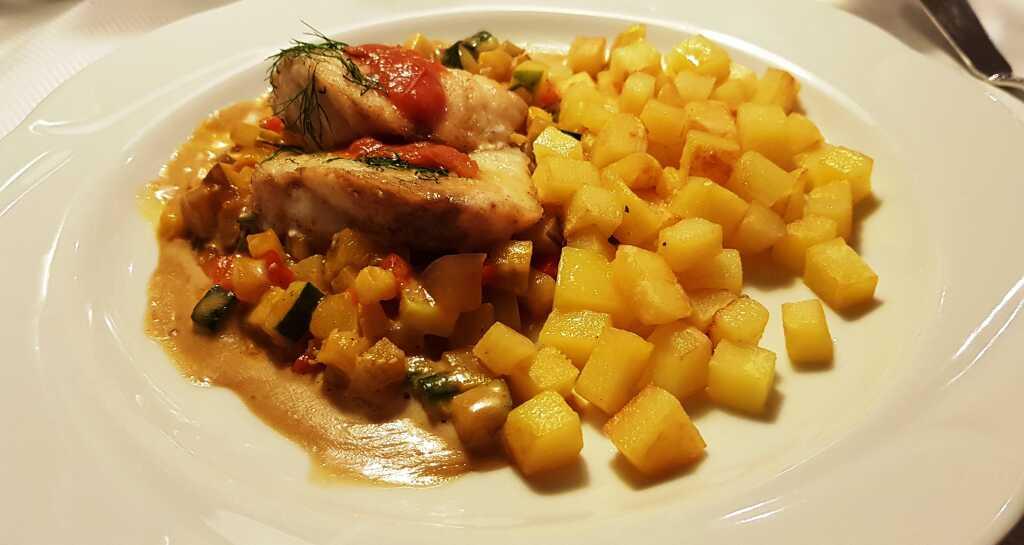 Seeteufelmedaillon, Ratatouille, Kartoffeln