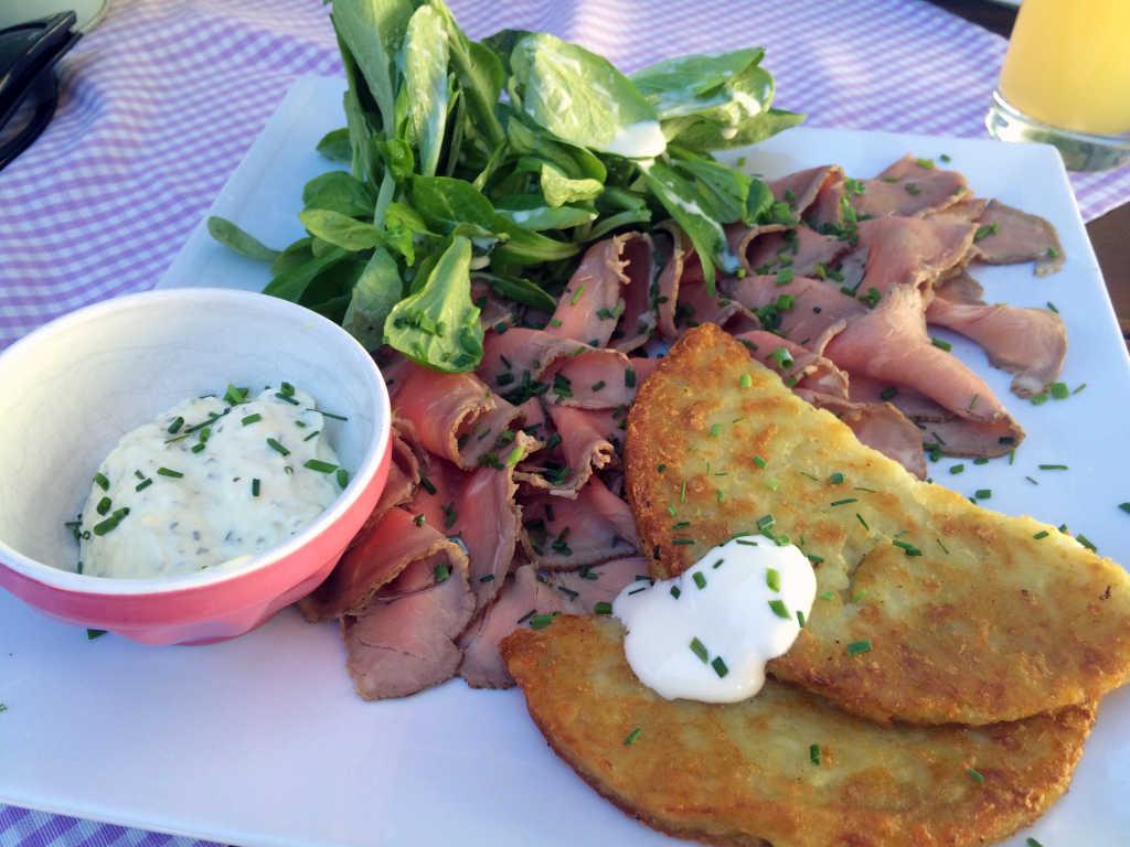 Roastbeef mit Rösti, Feldsalat und hausgemachter Remoulade