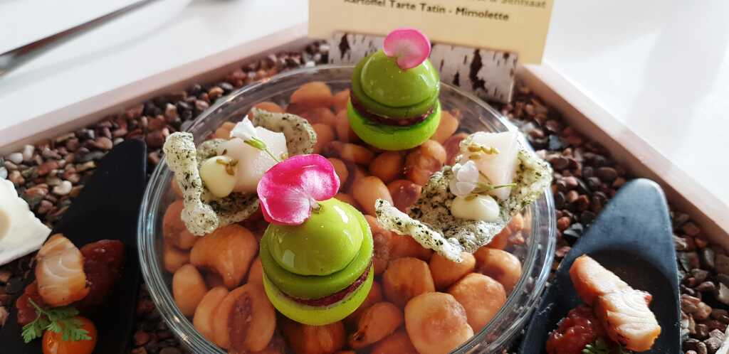 Macaron – Grüner Apfel, Blutwurst & Senfsaat & Algencracker mit Hamachi