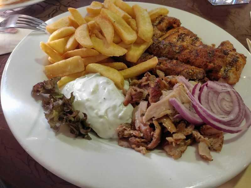 Jahnstube Platte 13,50 mit Salat und Ouzo