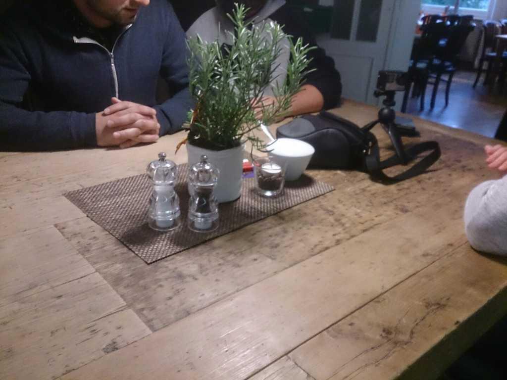 Schöner, rustikaler Tisch