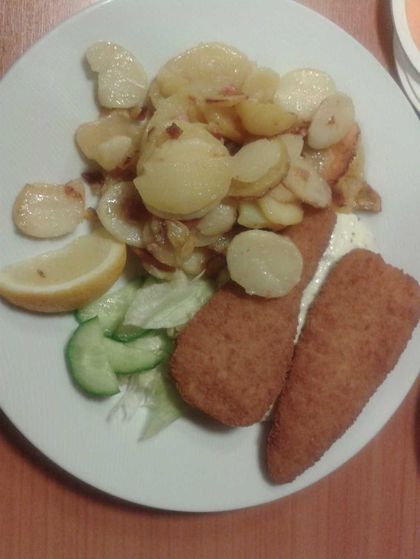 Backfisch-Seelachsfilet im Backteig mit frischer Remoulade und Bratkartoffeln für 9,50 €
