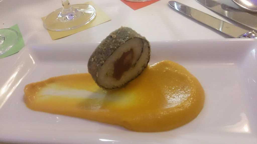 Gruß aus der Küche - Suhi mit Rind auf Möhrenpüree