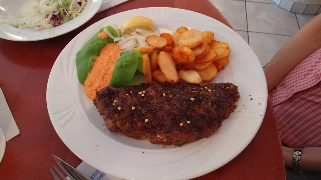 Bifteki mit Schafskäse 12,50 €