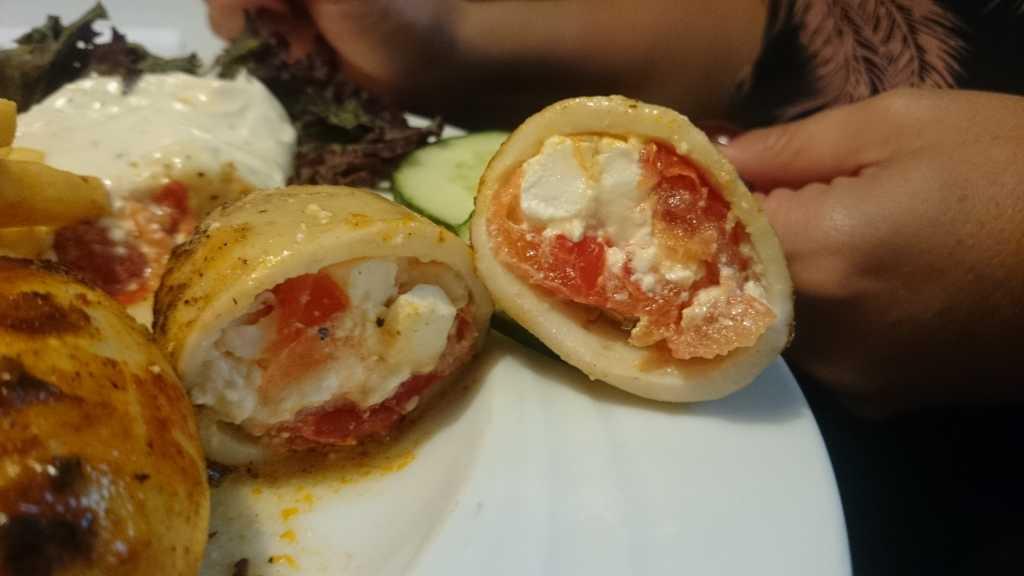 mit Schafskäse und Tomaten gefüllte Calamari - super lecker