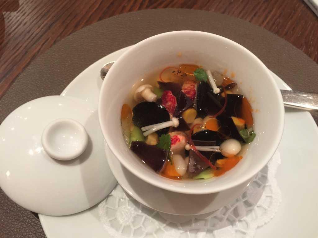 Chawanmushi mit Hummer, Mu-Err & Hot & Sour Soup