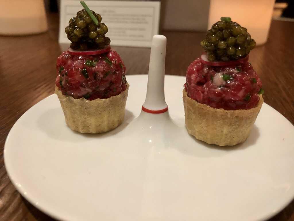 Bio-Ox mit Räucherfischcrème & Kaviar