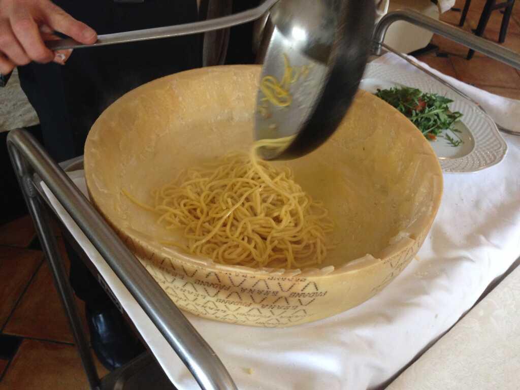 Pasta frisch in Parmesan gewälzt