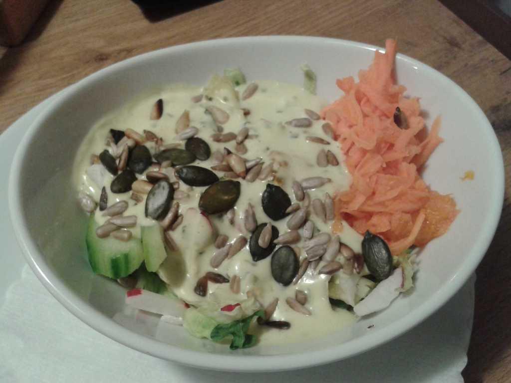 Salat zum Heilbuttsteak