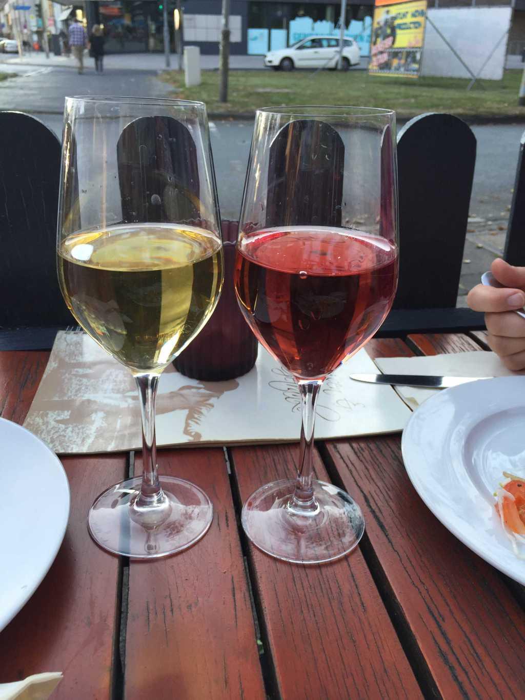 Weißwein Retsina und Rosewein Retsina Rose
