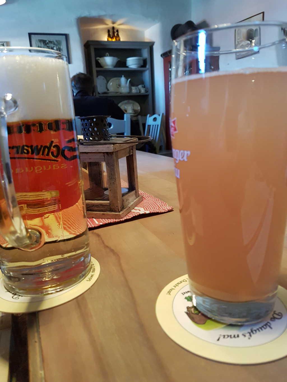 Helles Bier und Rhabarberschorle