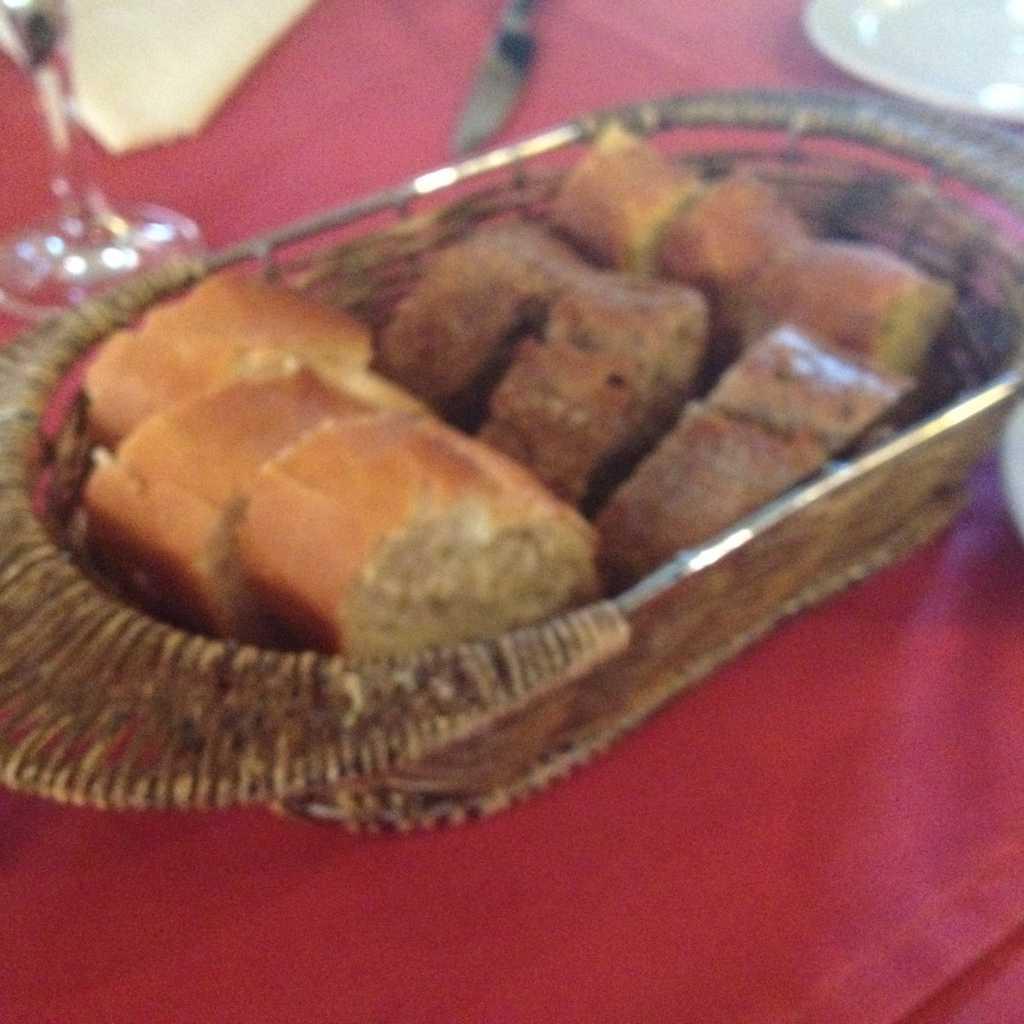 Vorab: 3 Sorten frisches Brot (leider unscharf, sorry)