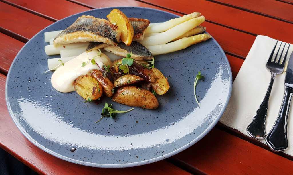 Zander, Spargel, Hollandaise, Ofenkartoffeln