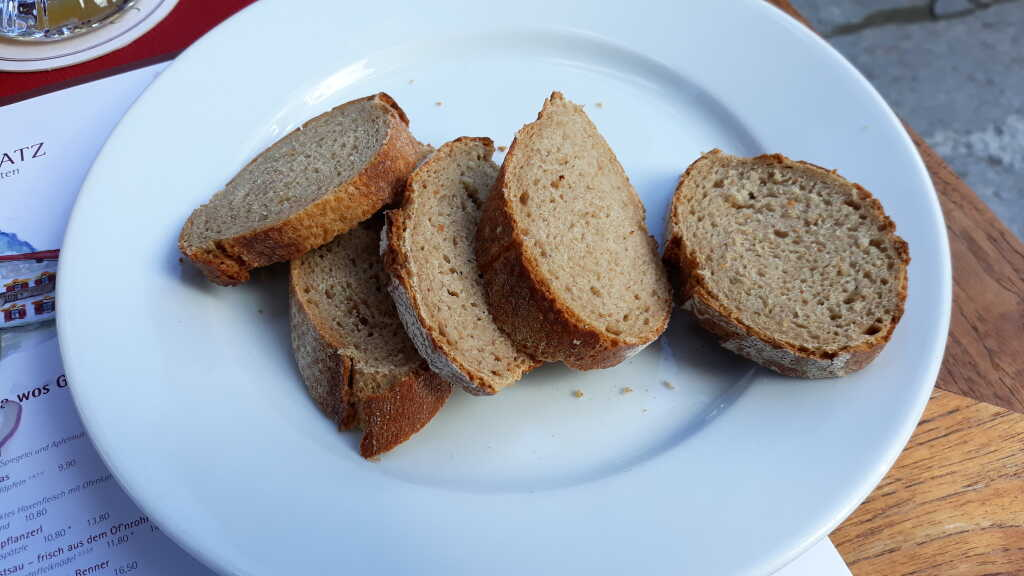 Brot zum Schweinebraten
