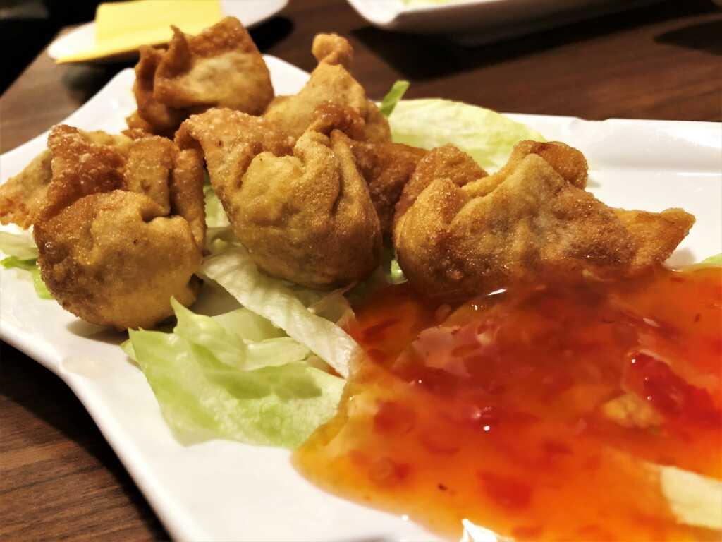 Gebackene Wan-Tan mit Garnelen und Schweinehackfleisch