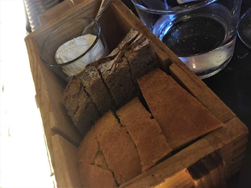 Brot & aufgeschlagene Butter