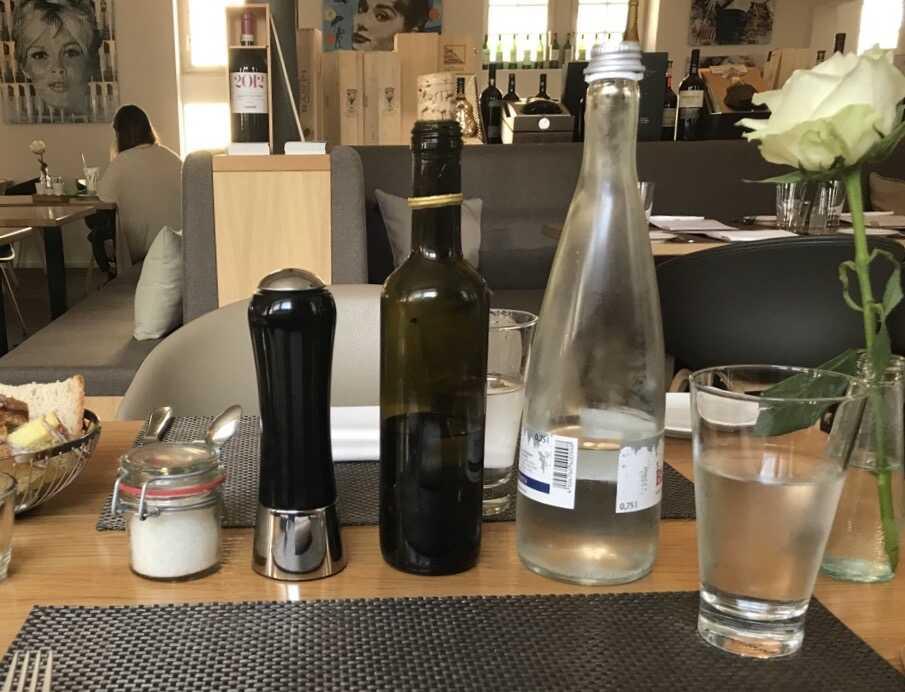 Die Flasche des Anstoßes