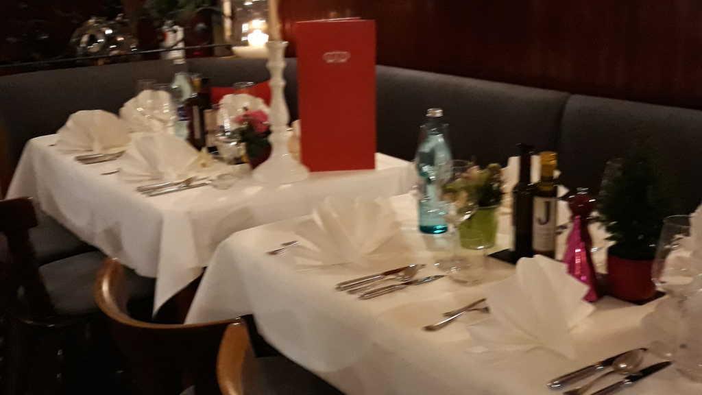 Eingedeckte Tische
