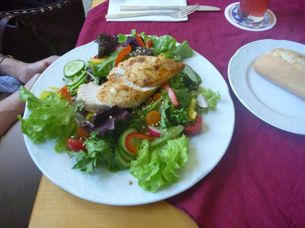 Salatteller mit Hähnchenbrust