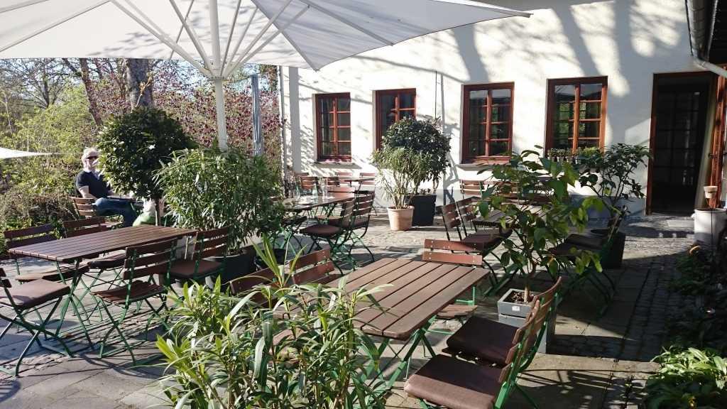 Romantische Gartenterrasse