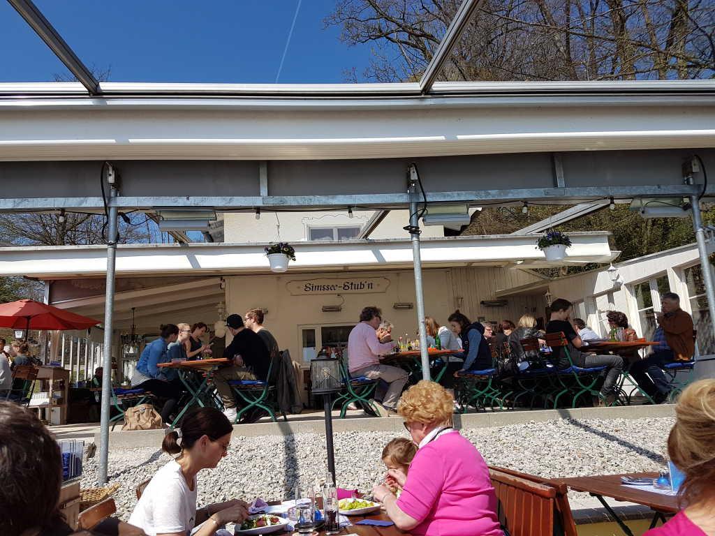 Blick von der Terrasse zum Restaurant