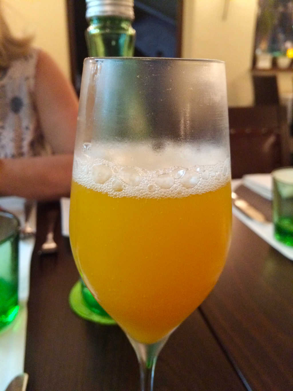 Aprikosenpüree mit Prosecco aufgegossen