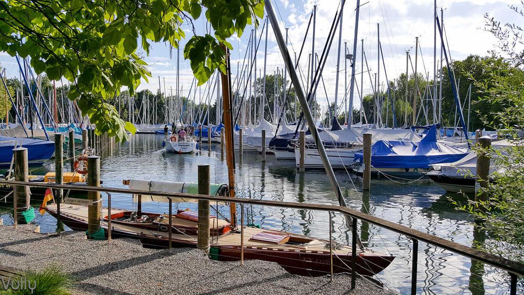 Schuppen 13 - Blick von der Terrasse auf Yachthafen