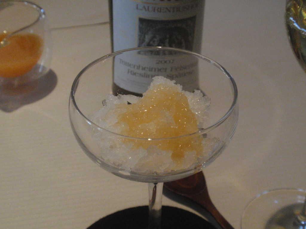 Eis und Champagner-Verveineaufguss