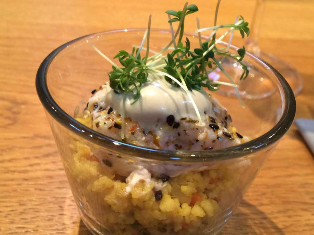 Gewürz-Gemüse-Couscus mit konfiertem Steinbeißerfilet mit Kürbiskern-Öl-Schaum und Sesam und Sprossen