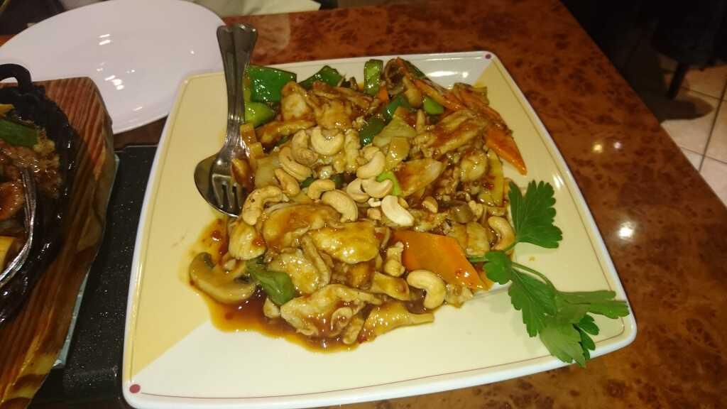 Huhn - Soße mit den Cashew-Kernen (12,80 €)