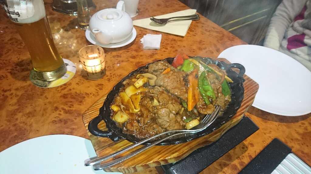 heißen Pfanne mit Rindfleisch (14,80 €)