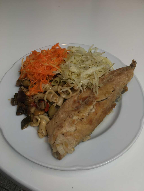 Gebratenes, mildsauer eingelegtes Makrelenfilet mit