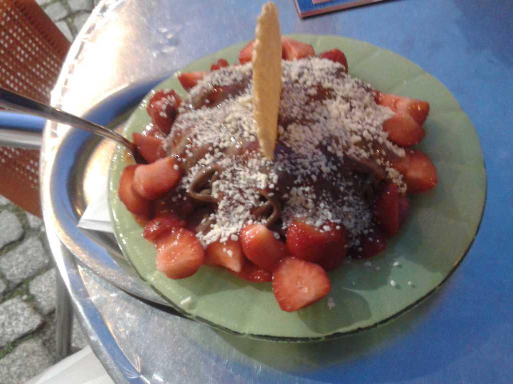 Erdbeer-Schoko-Spaghetti Teller