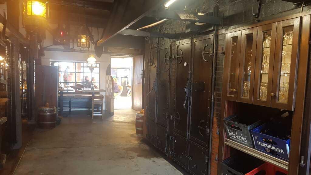 Blick zu den alten Räucheröfen