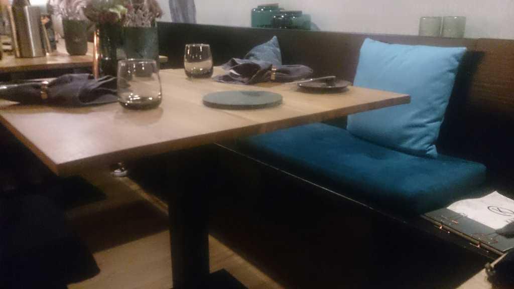 Neue Tischmöbel und Ambiente