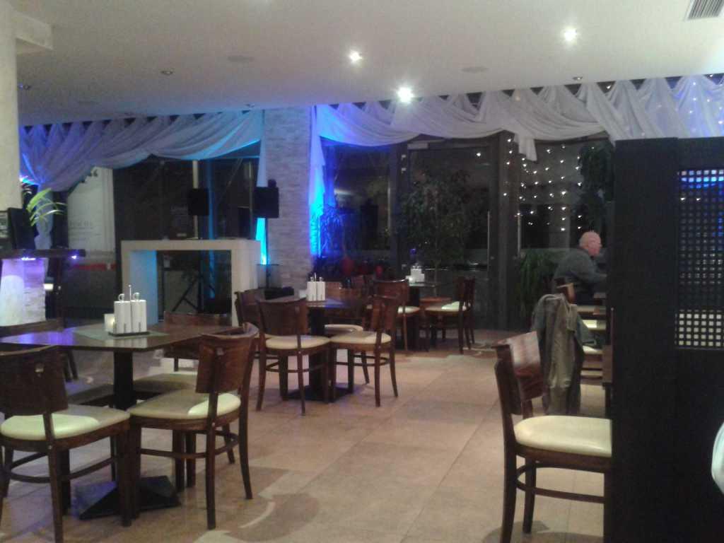 Gastraum mit LED Beleuchtung und Disko